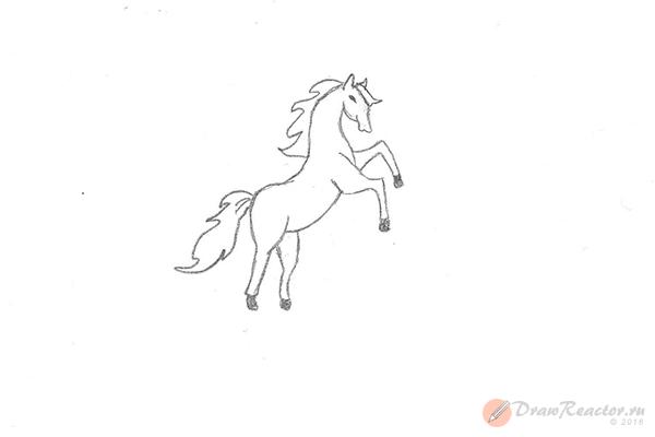 Как нарисовать лошадь на дыбах. Шаг 6.
