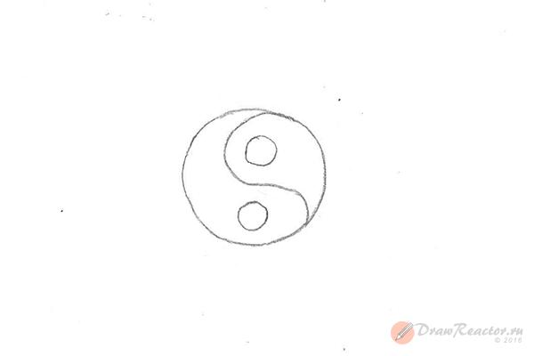 Как нарисовать знак инь янь. Шаг 3.